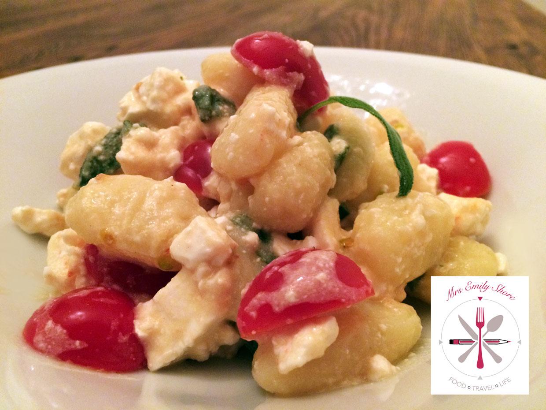 Gnocchi Salat Salbei Feta Tomate Senfdressing